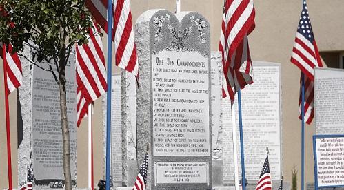 Христиане в США отстояли памятник с Десятью Заповедями