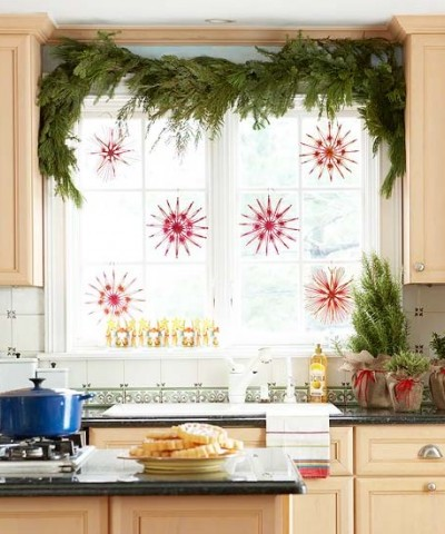 Украшаем окно на кухне