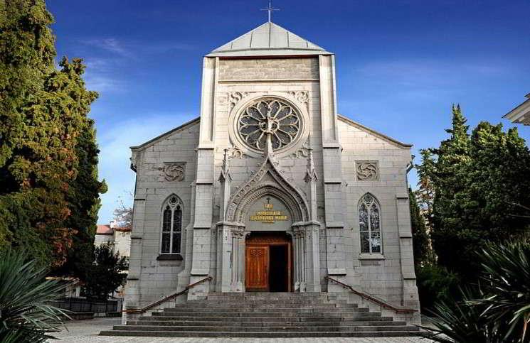 Католическая церковь перерегистрирует свои приходы в Крыму
