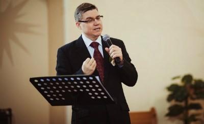 Пастор Евгений Бахмутский я не шарли, но на митинг сходил бы1