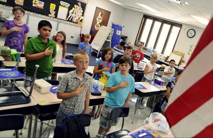 В США ученика наказали за фразу «Боже, благослови Америку