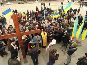 Молебен вместо митинга сепаратистов в Мариуполе1