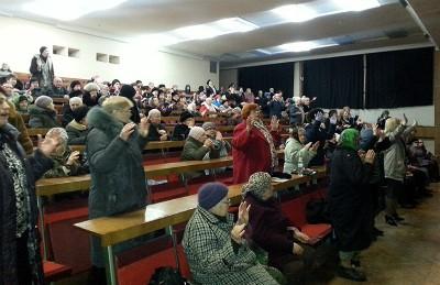 Новое поколение служит пожилым Днепропетровска