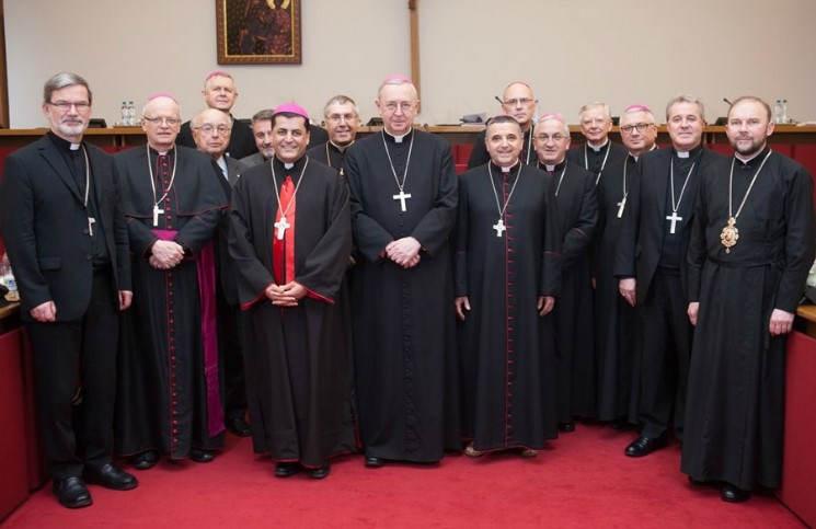 Епископы Польши решили поддержать приход Украины