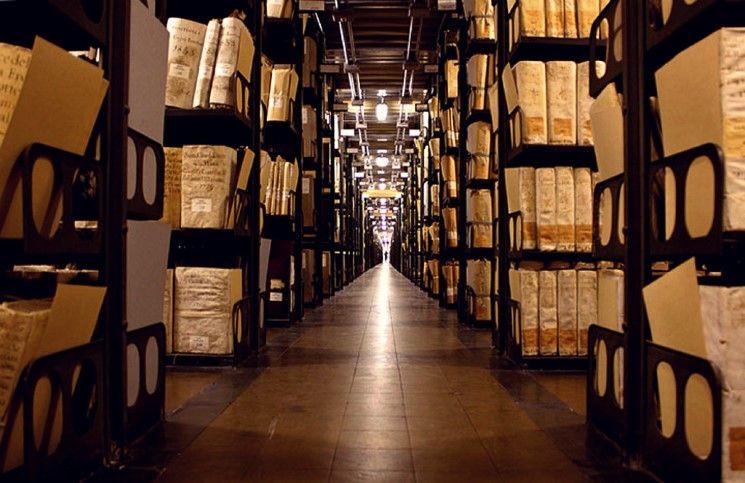 Ватикан не собирается выкупать краденные из архива документы
