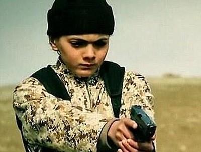 Маленький мальчик совершил казнь ИГ 1