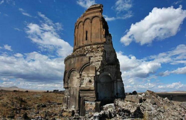 Флешмоб во спасение города 1001 церкви в Ереване
