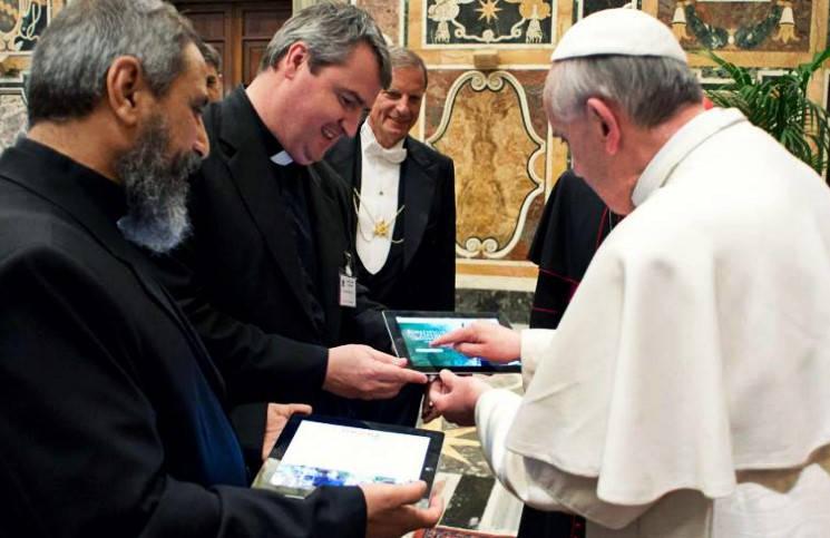 Благодаря iPad-у Папы Франциска в Уругвае построят школу