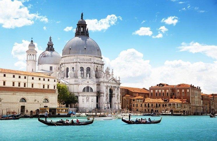 Ватикан: Шоу современного искусства в Венеции