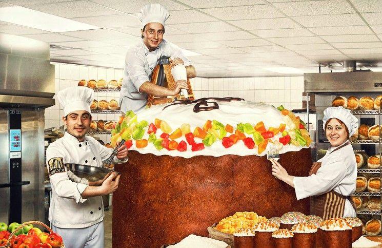 Гигантский пасхальный кулич накормил 5000 человек