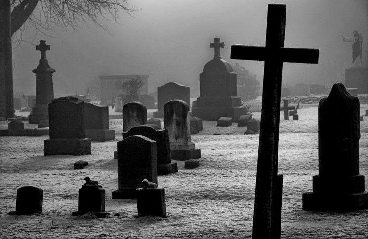 Мусульманин разрушил 215 христианских надгробий во Франции