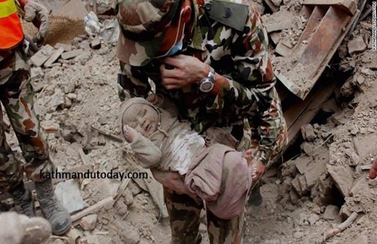 Чудесное спасение в Непале из-под обломков нашли малыша