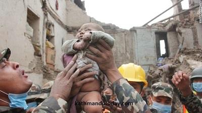 Чудесное спасение в Непале из-под обломков нашли малыша1