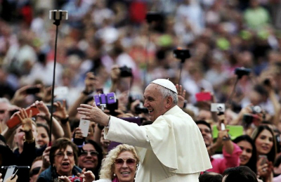 Папа-Франциск-в-Твиттере-обошел-Барака-Обаму-по-популярности-700x454