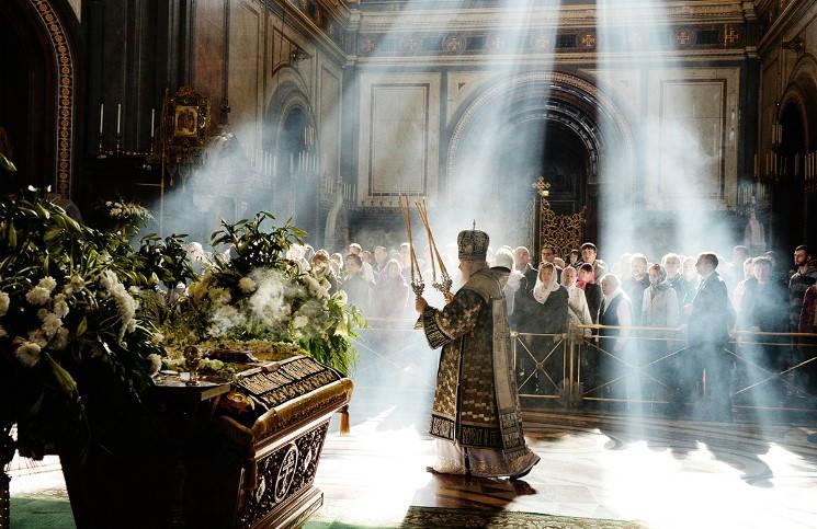 Патриарх провел литургию к 175- летию со дня рождения Чайковского