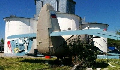 Самолет врезался в храм бочки с горючим чудом не взорвались2