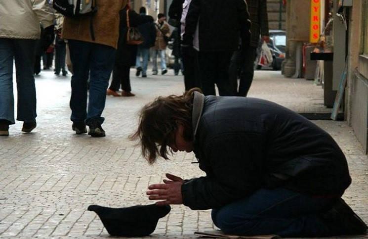 Бездомный дал урок веры целой церкви