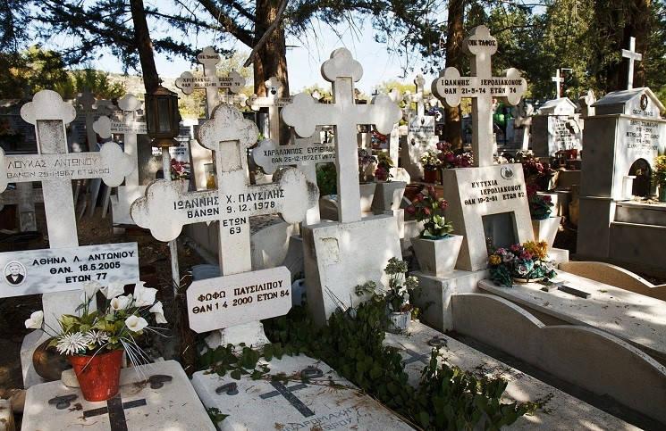 Греция столкнулась с новой проблемой кладбища городов переполнены