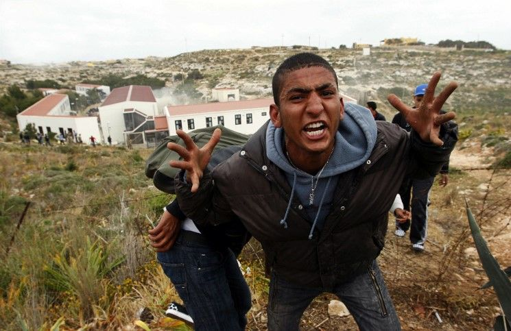 Италия мусульмане –мигранты избивают христиан