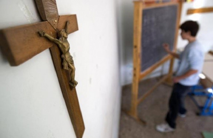 Лево-центристы Испании удалите религиозные символы из школ