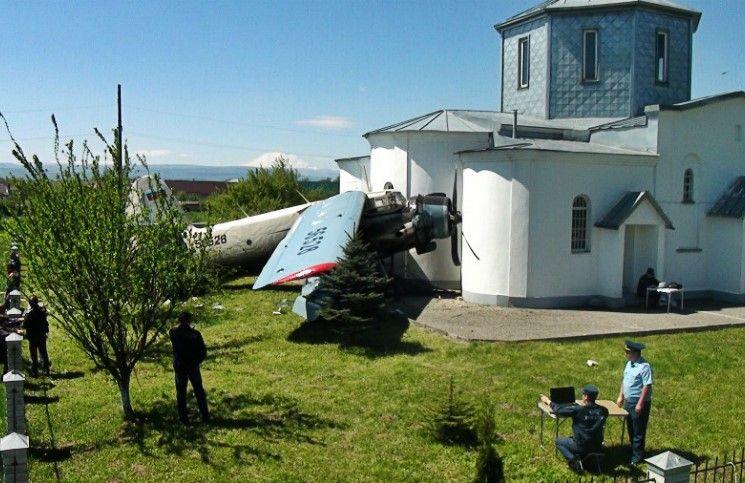 Самолет врезался в храм бочки с горючим чудом не взорвались