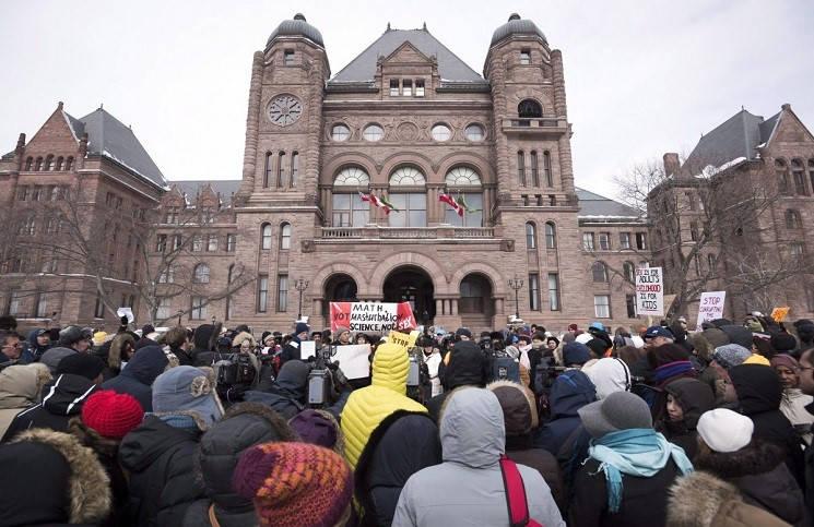 Шок в Онтарио школы берутся за сексуальное воспитание детей
