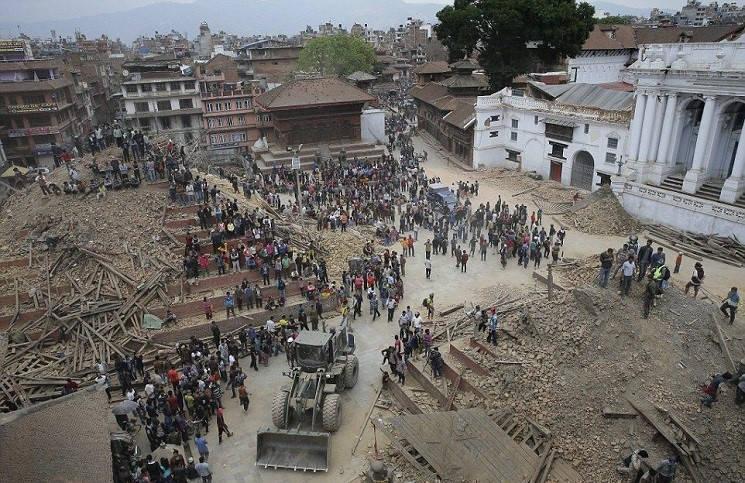 101-летний дедушка выжил под развалинами непальских стен
