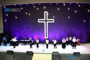 Мисти Эдвардс завершила первый день молитвенной конференции «Пенуэл»