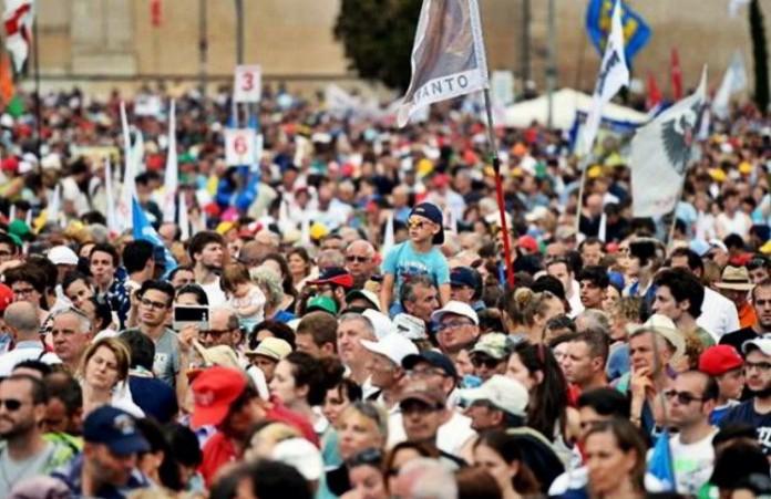 Рим Более 300 000 человек вышли на протест против однополых браков