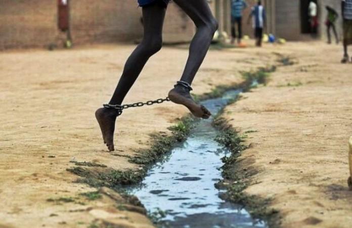Африка Несовершеннолетние не должны сидеть в одной камере со взрослыми преступниками