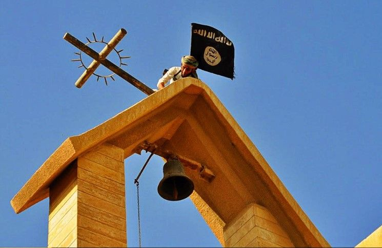 Боевики ИГ превратили историческую христианскую церковь Мосула в мечеть