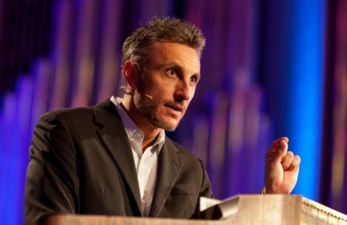 Внук Билли Грэма, пастор Тулиан, уходит в отставку