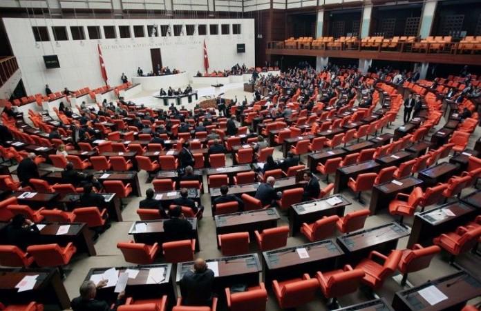 В парламенте Турции увеличилось количество христиан