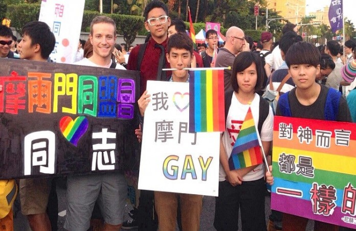 Южная Корея христиане против гей – парада в стране
