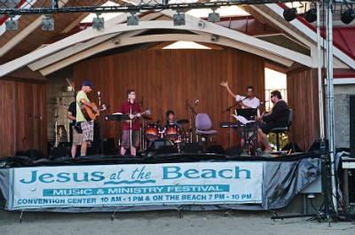 В США стартовало ежегодное мероприятие «Иисус на пляже»1