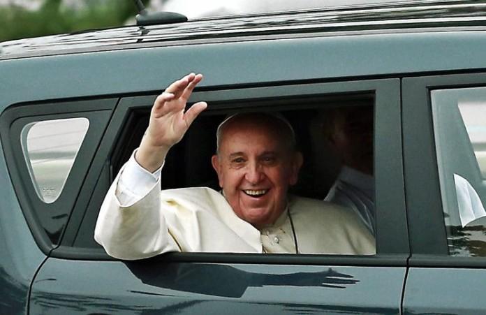 Ватиканская лотерея в пользу бездомных разыгрывается Папамобиль