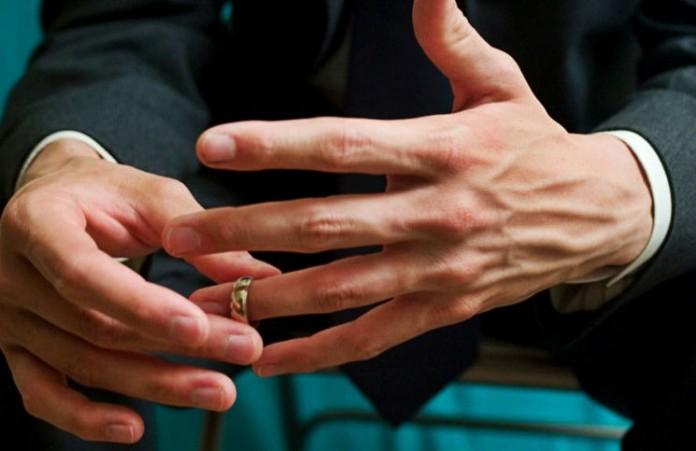 В четырех российских регионах на день запретили разводиться