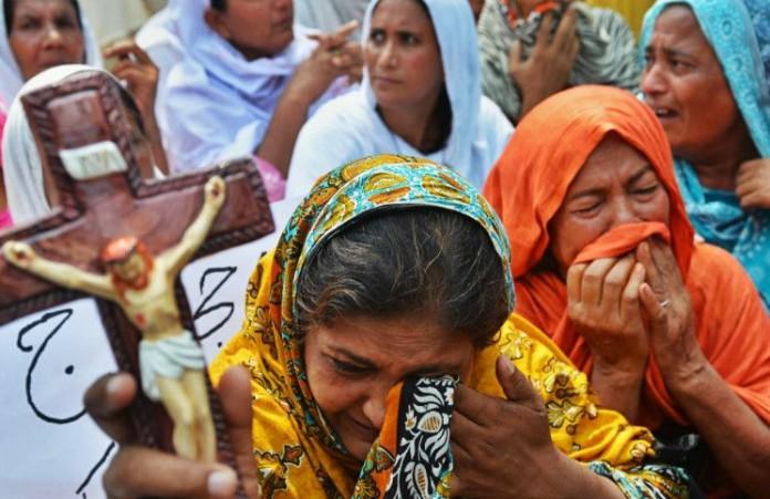 Пакистанцы объединились в группы защитников своих церквей