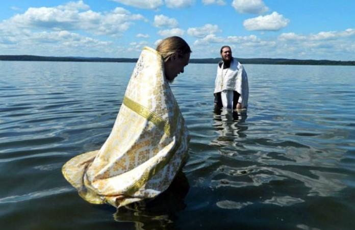 Челябинск 82 войсковых разведчика впервые крестились в озере