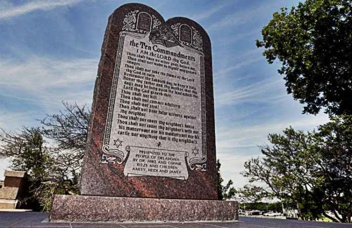 США: Памятник «Десять заповедей» будет снесен