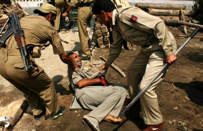 Индия: Толпа националистов избила трех пасторов и верующего общины