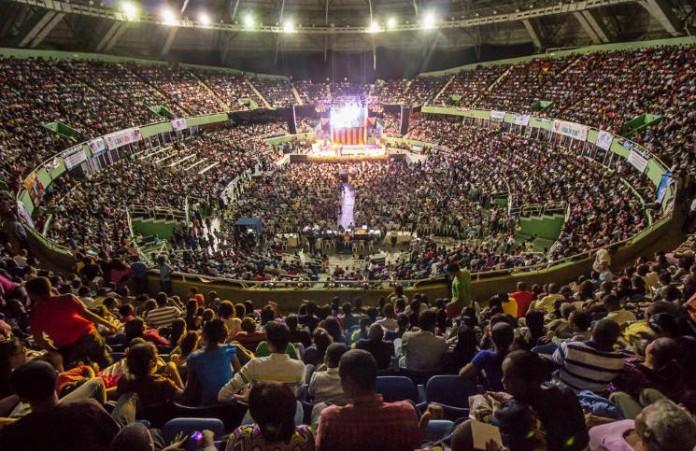 Мегаконференция в Нэшвилле: Более 14,000 человек прославили Бога