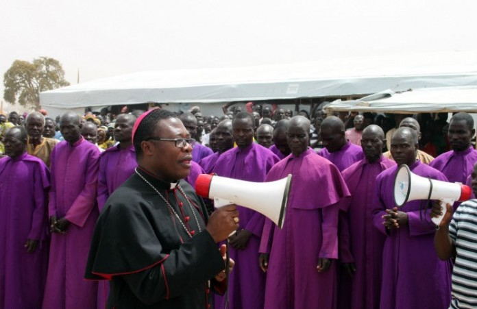 Католики организуют «живой щит» для совершения мессы