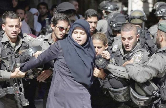 В Иерусалиме продолжаются столкновения между полицией и палестинцами