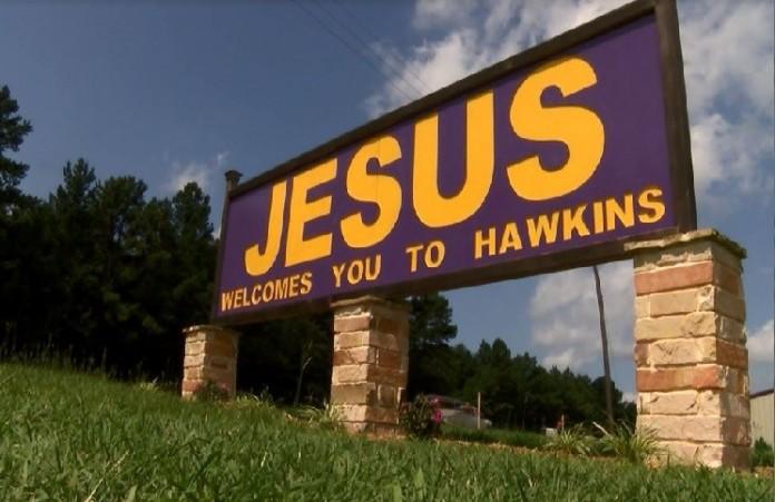 «Иисус приветствует вас»: Атеисты добилисьснятиящита в Техасе