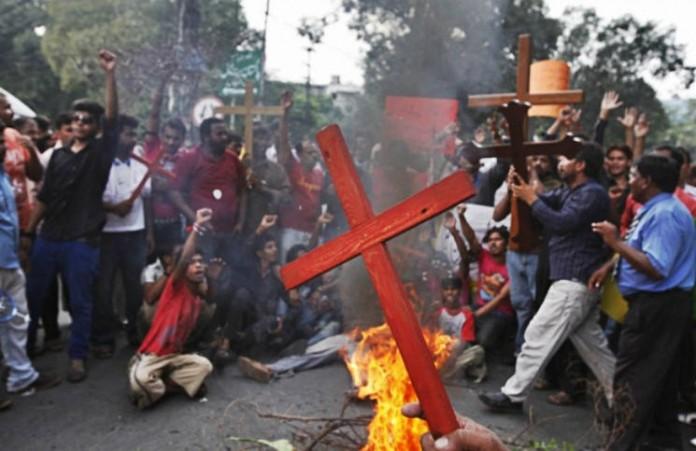 Пакистан: Радикалы хотели заживо поджечь христианскую семью