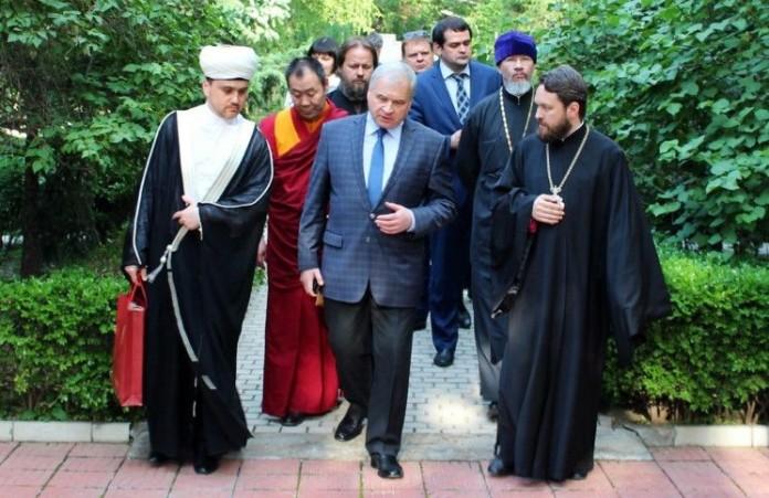 Представители традиционных религий помолятся о мире на Ближнем Востоке