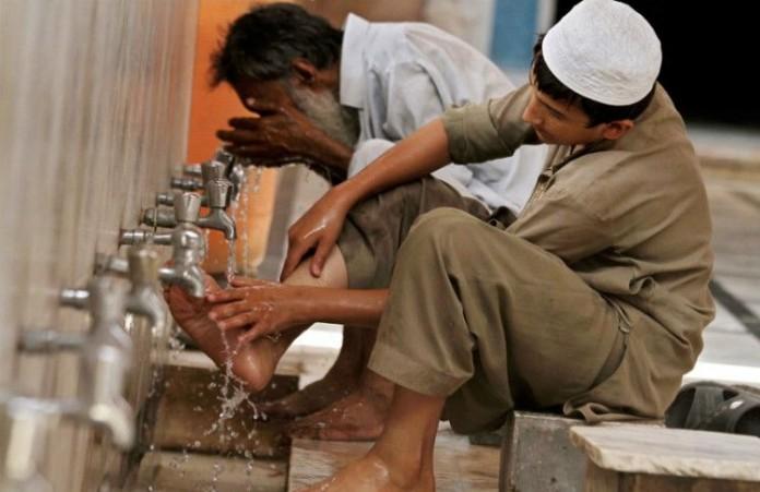 Пакистан Христиан обвиняют в богохульстве за питье воды в мечети