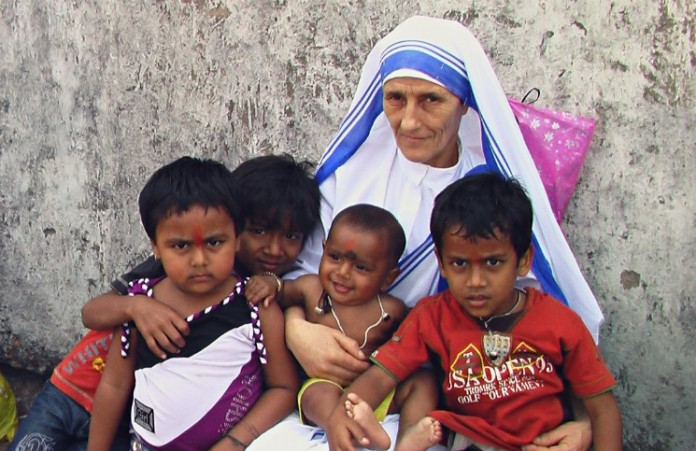 Приют Матери Терезы отказался принимать новые правила усыновления детей геями