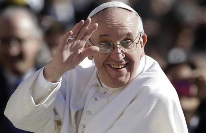 Папа Франциск встретился с однополой парой